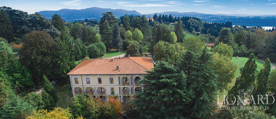 Luxury Villa With Pool for Sale in Como Image 1