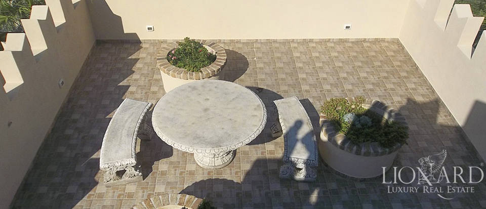 Vilals with pool for sale in Liguria Image 14