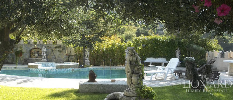 Vilals with pool for sale in Liguria Image 3
