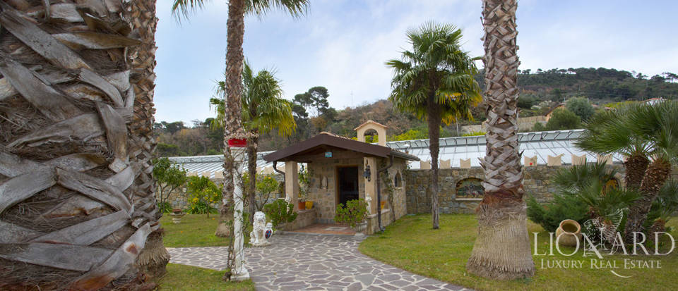 Vilals with pool for sale in Liguria Image 10