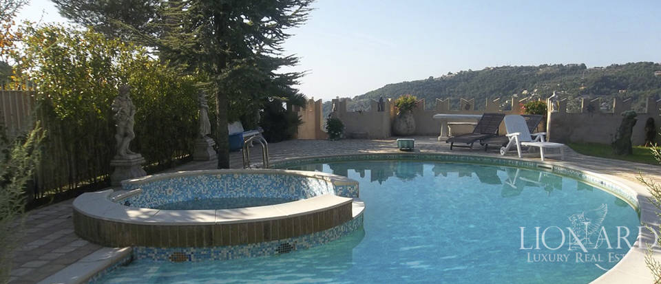 Vilals with pool for sale in Liguria Image 4