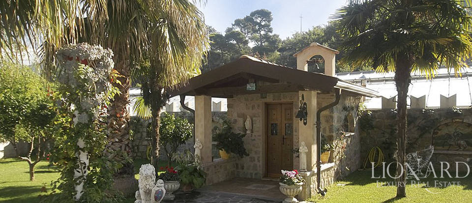 Vilals with pool for sale in Liguria Image 9