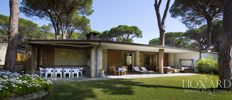 Luxury villa in Roccamare Image 3