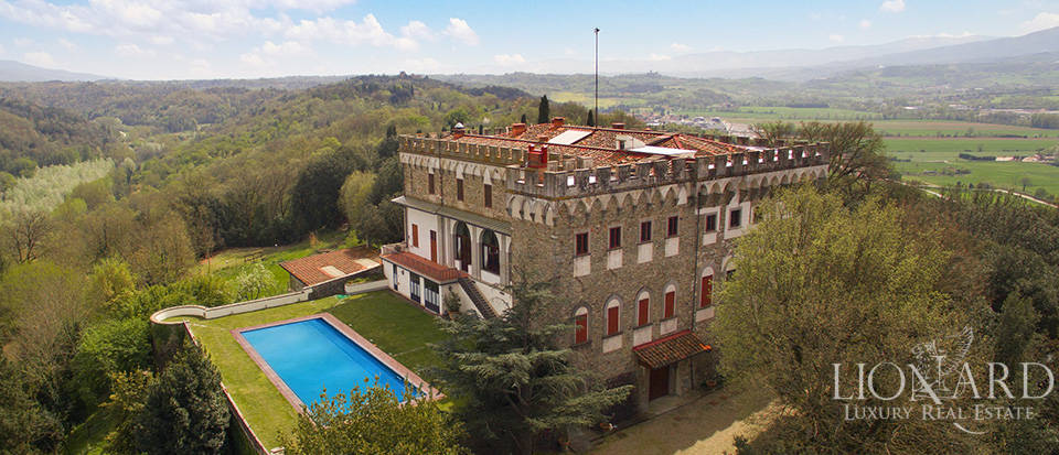 Castles for sale in Tuscany Image 3