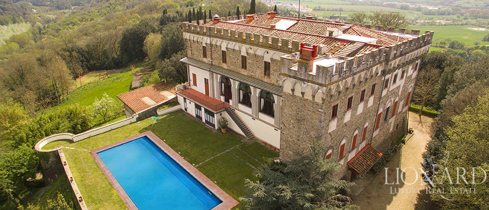 Castles for sale in Tuscany Image 2