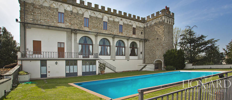 Castles for sale in Tuscany Image 5