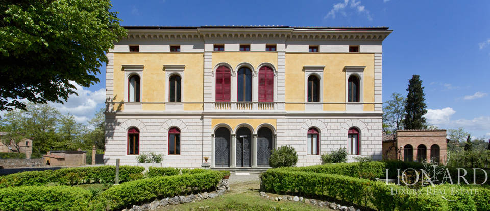 Luxury villa for sale in Siena Image 1