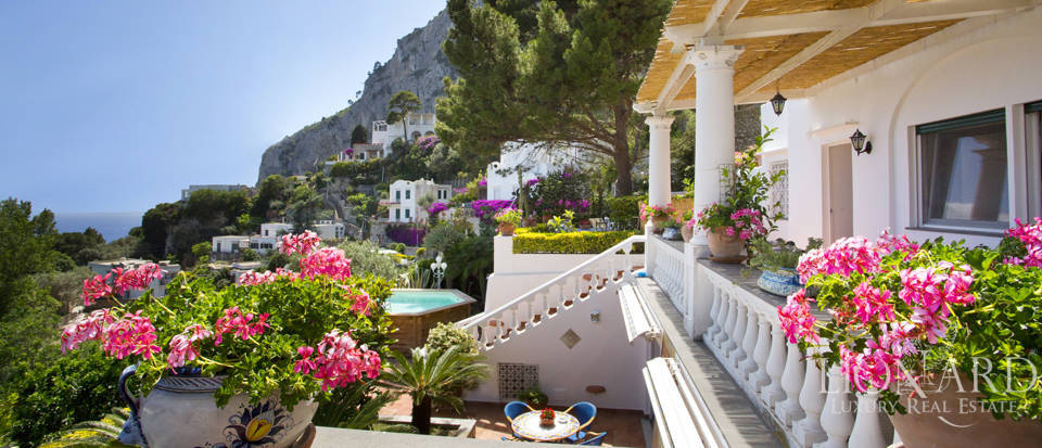 Magnificent villa with panoramic view over Capri Image 1