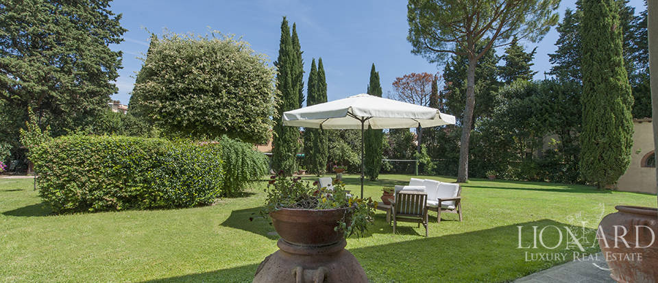 Luxury villa for sale in the heart of Tuscany Image 16