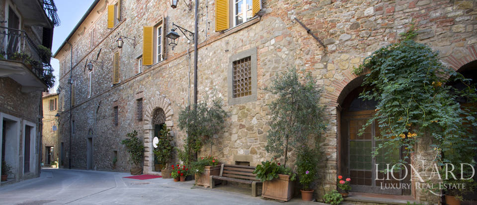 Luxurious period estate for sale in Perugia Image 1