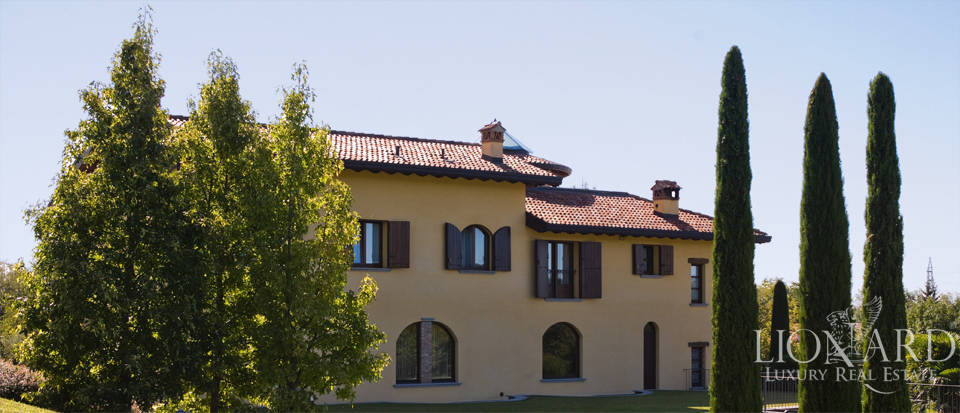 Lovely villa for sale in Como Image 1