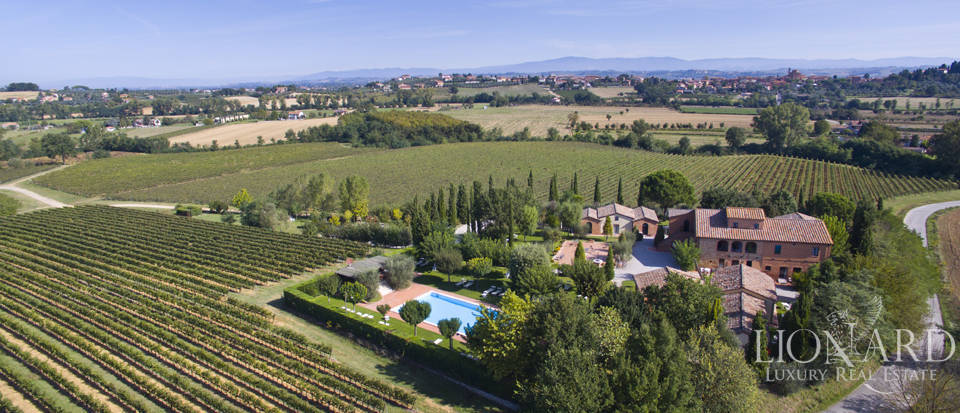Lovely resort for sale in Siena Image 3