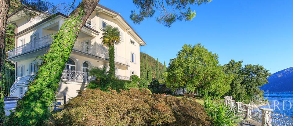 Villa for sale on the shores of Lake Como Image 4