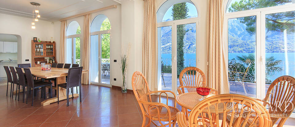 Villa for sale on the shores of Lake Como Image 40