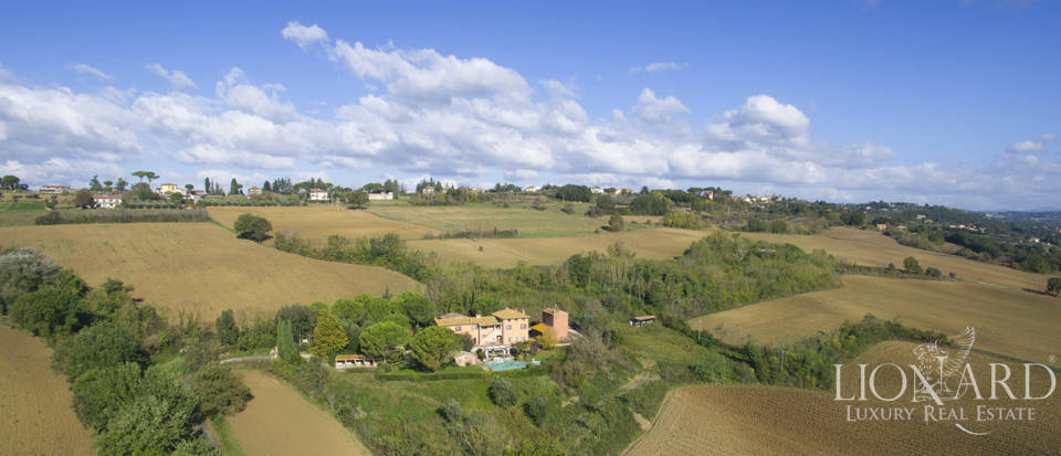 Charming country house for sale in Perugia Image 1