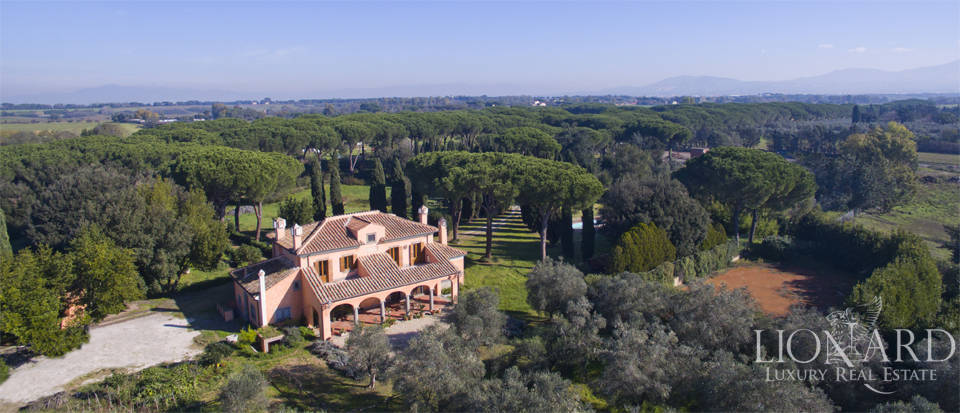 Stunning villa for sale in Rome Image 1