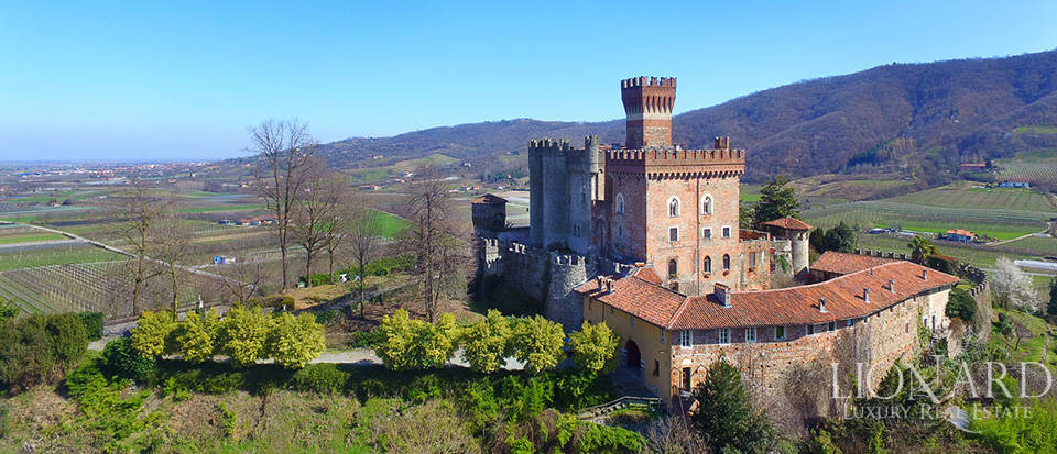 Prestigious castle for sale near Cuneo Image 9