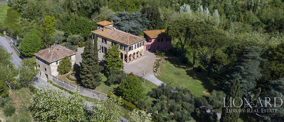 Period villa for sale near Pisa Image 1