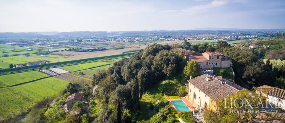 Prestigious estate for sale in Tuscany Image 2