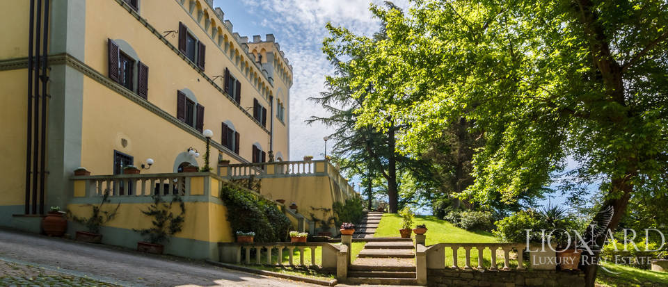 Dream villa for sale in Florence Image 4