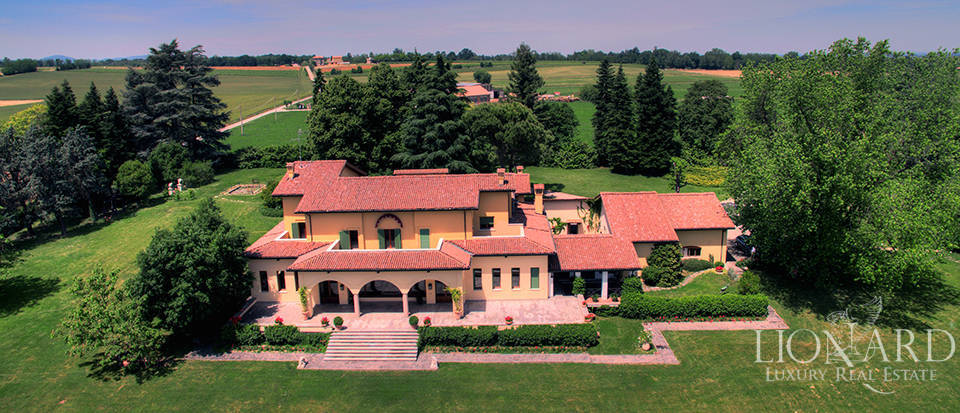 Luxury villa for sale on Piacenza