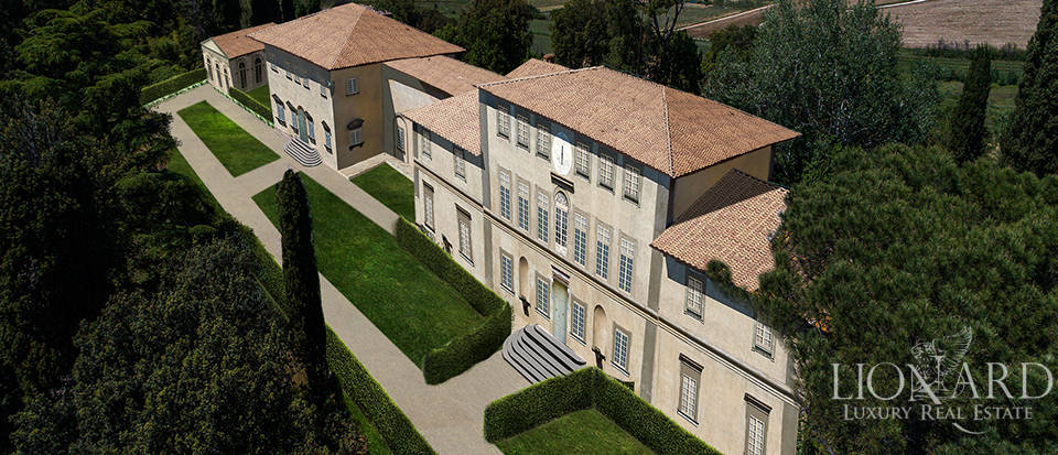 Historical villa for sale in the heart of Tuscany Image 20