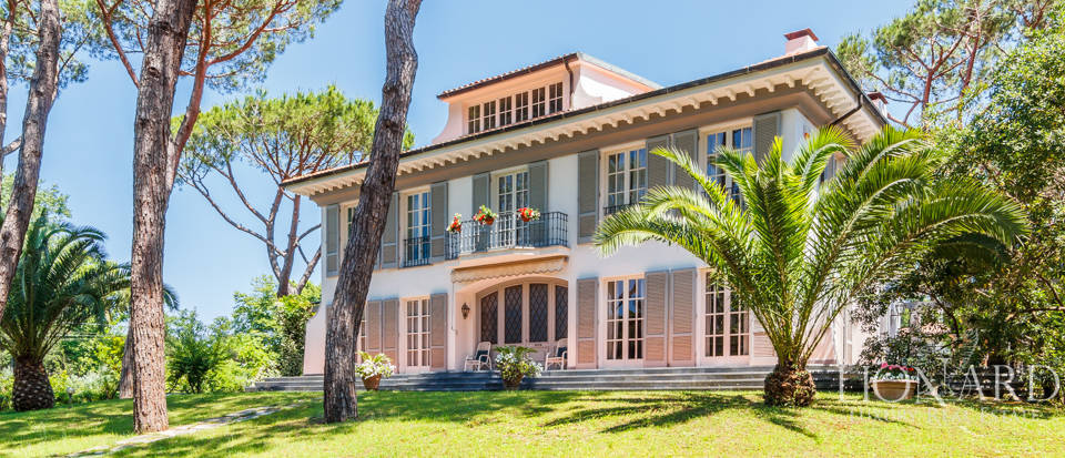 Villa for sale near Massa