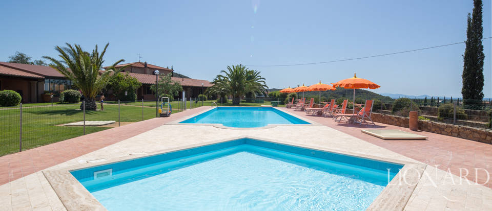 Prestigious agritourism resort with swimming pool for sale in Grosseto Image 8