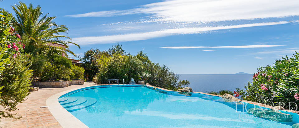 Villa with swimming pool by Elba