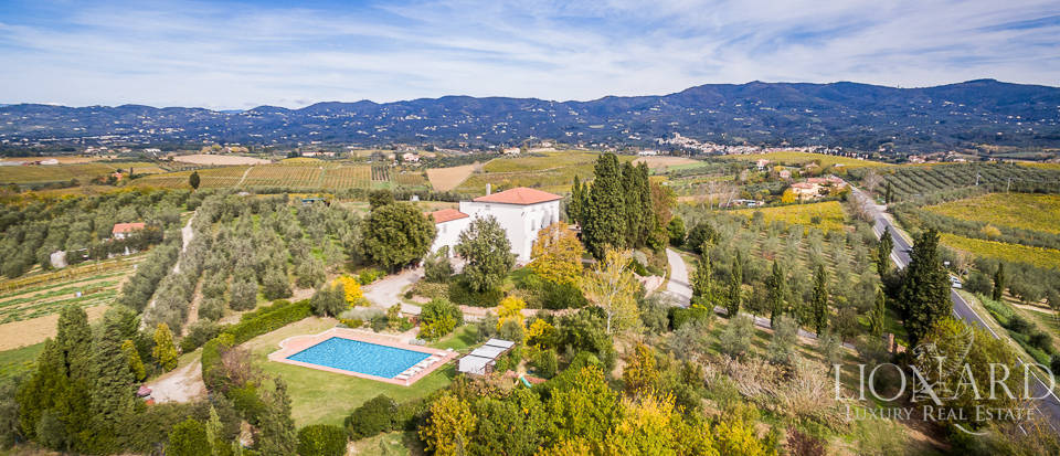 Villa for sale in Tuscany Image 3