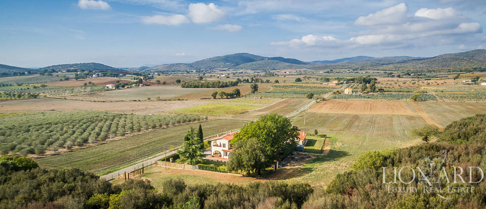 Stunning farmhosue for sale in Capalbio Image 1