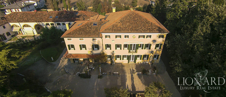 Historical villa for sale in Venice Image 46