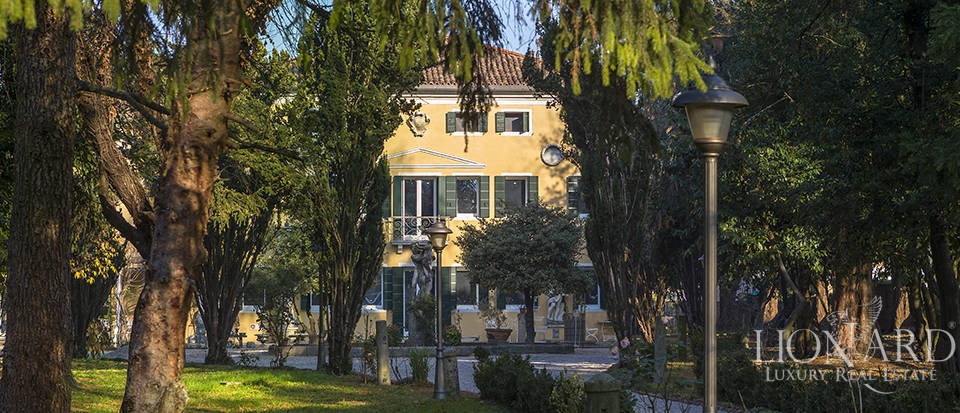 Historical villa for sale in Venice Image 4