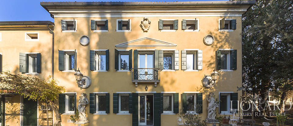 Historical villa for sale in Venice Image 6