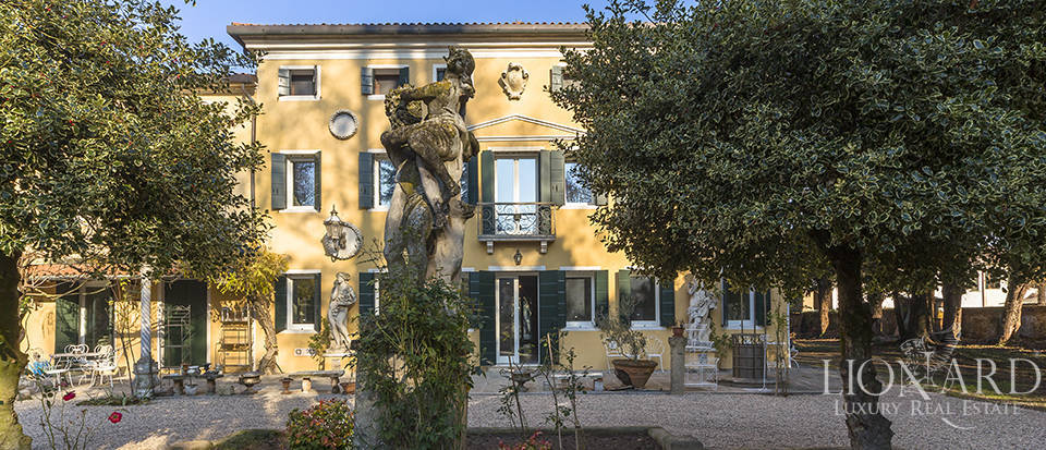 Historical villa for sale in Venice Image 5