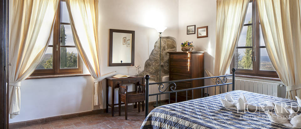 Tuscan farmhouse for sale near Siena Image 71
