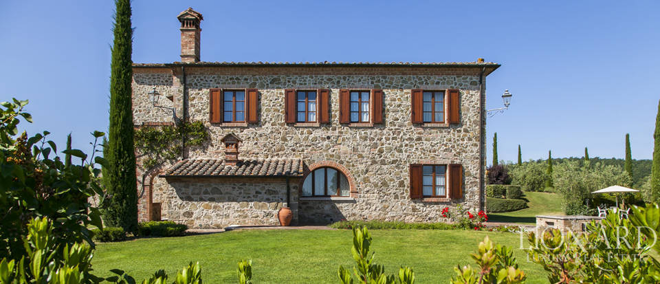 Tuscan farmhouse for sale near Siena Image 16