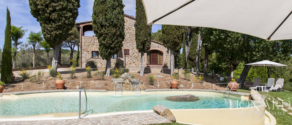 Tuscan farmhouse for sale near Siena Image 37