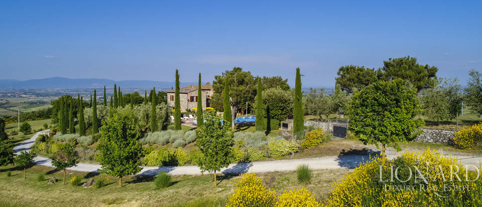 Tuscan farmhouse for sale near Siena Image 7