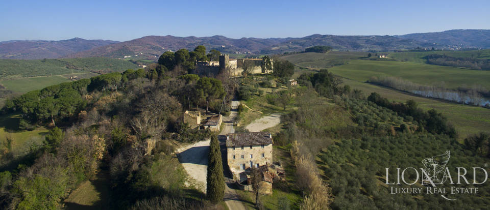 Centuries-old castle for sale in Umbria Image 3