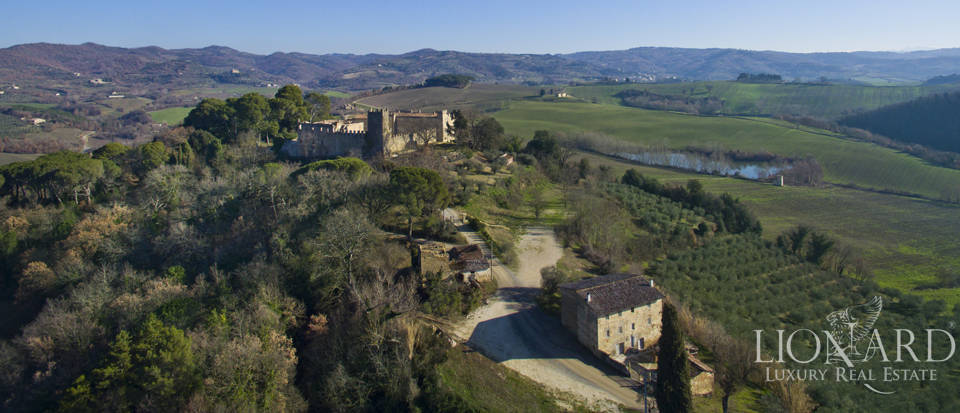 Centuries-old castle for sale in Umbria Image 4