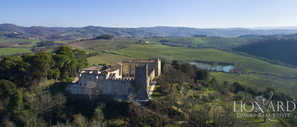 Centuries-old castle for sale in Umbria Image 5