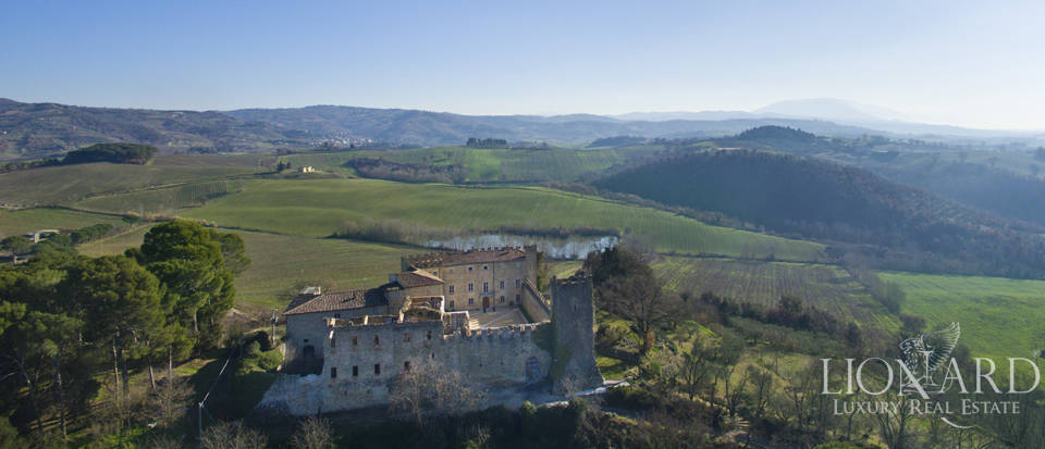 Centuries-old castle for sale in Umbria Image 6