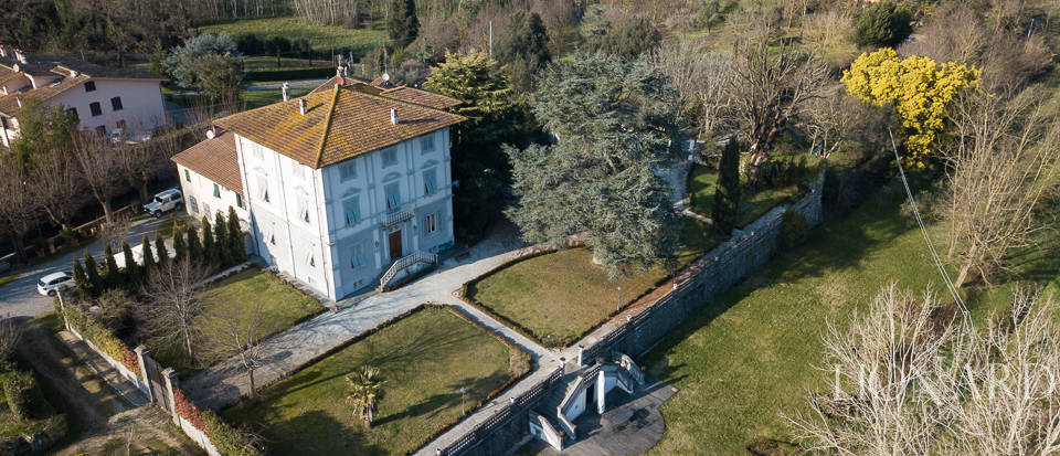 Historical villa in Lucca for sale Image 1