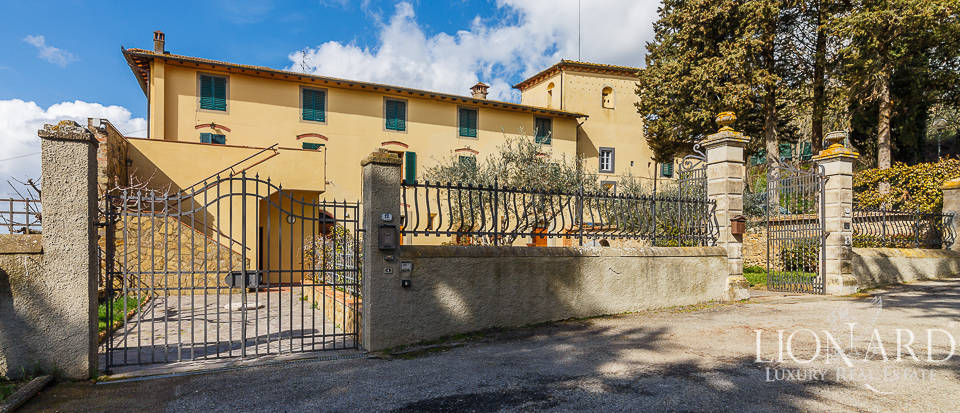 Wonderful farmstead for sale in Chianti, Tuscany Image 1