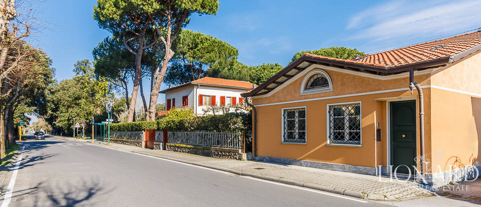 Luxury home for sale in the heart of Forte dei Marmi Image 3