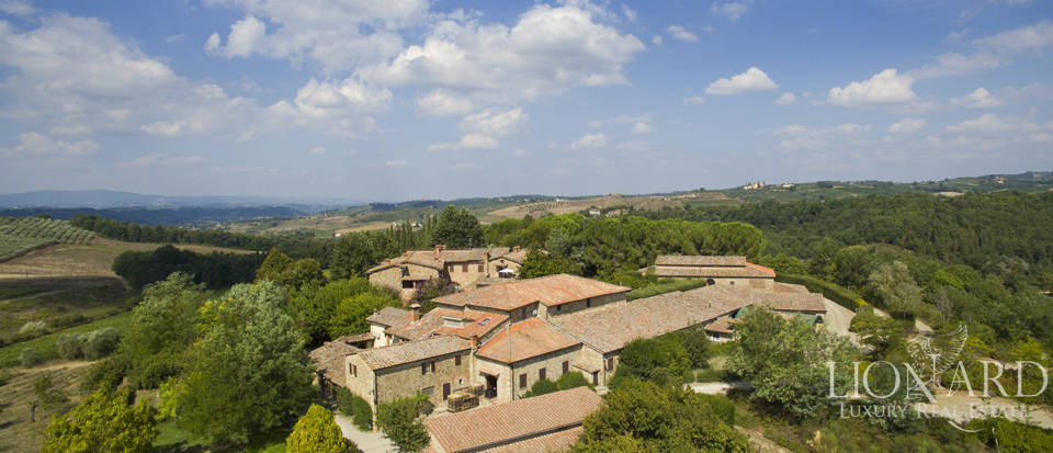 ESTATE FOR SALE IN CHIANTI Image 1