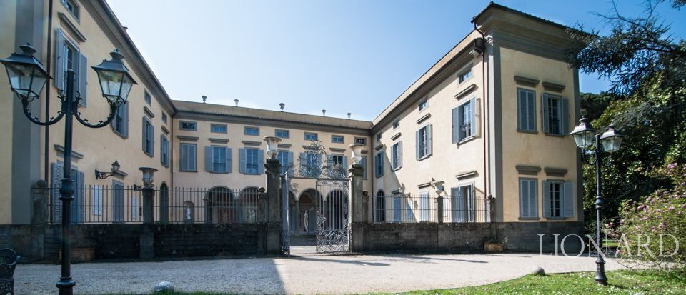 PRESTIGIOUS VILLA FOR SALE IN PISA Image 1