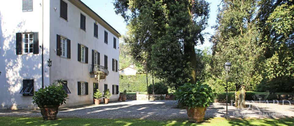 Historic villas for sale in Lucca Image 8