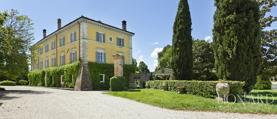 Luxury villas for sale in Umbria Image 10